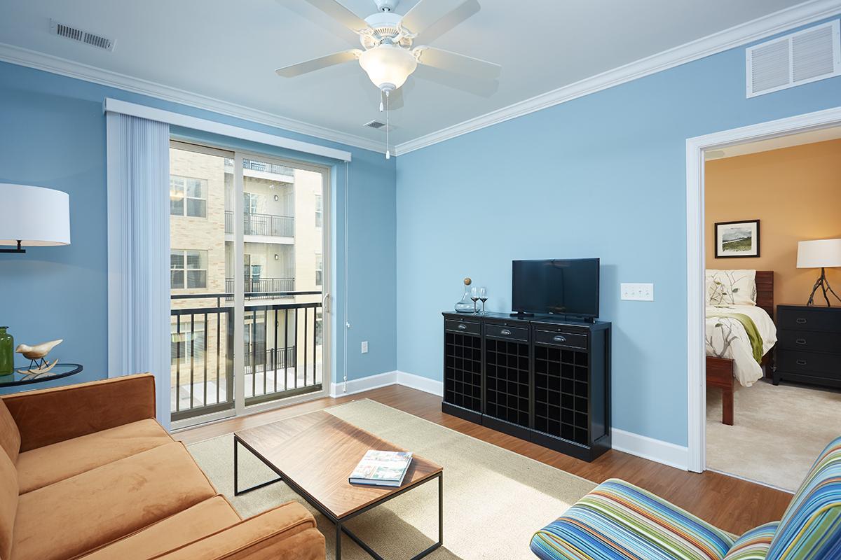 One bedroom appartments one bedroom apartments with den in gaithersburg md 3d apartments for Home design furniture gaithersburg md